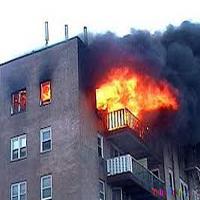 آتش سوزی گسترده ساختمان مسکونی در محله شهران/ صاحبخانه در آتش سوخت