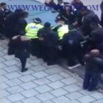 دانش آموزان خشن گروهی مأموران پلیس را کتک زدند + تصاویر