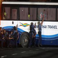 گروگان گیری مسافران یک اتوبوس در جاده شوشتر به اهواز + تصاویر