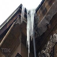سقوط قندیل یخ جان یک کارگر بی گناه را گرفت + تصاویر
