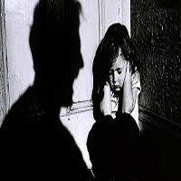 دختر بیگناه قربانی کودک آزاری در صندوق زندانی میشد + تصاویر