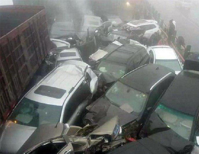 تصادف زنجیره ای 130 خودرو