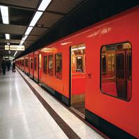 حرکات عجیب مردی در مترو مسافران را حیرت زده کرد +تصاویر