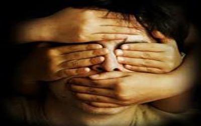 مرد تبهکار همسر جوان و دختر ۱۳ سالهاش را به مردان عرضه می کرد