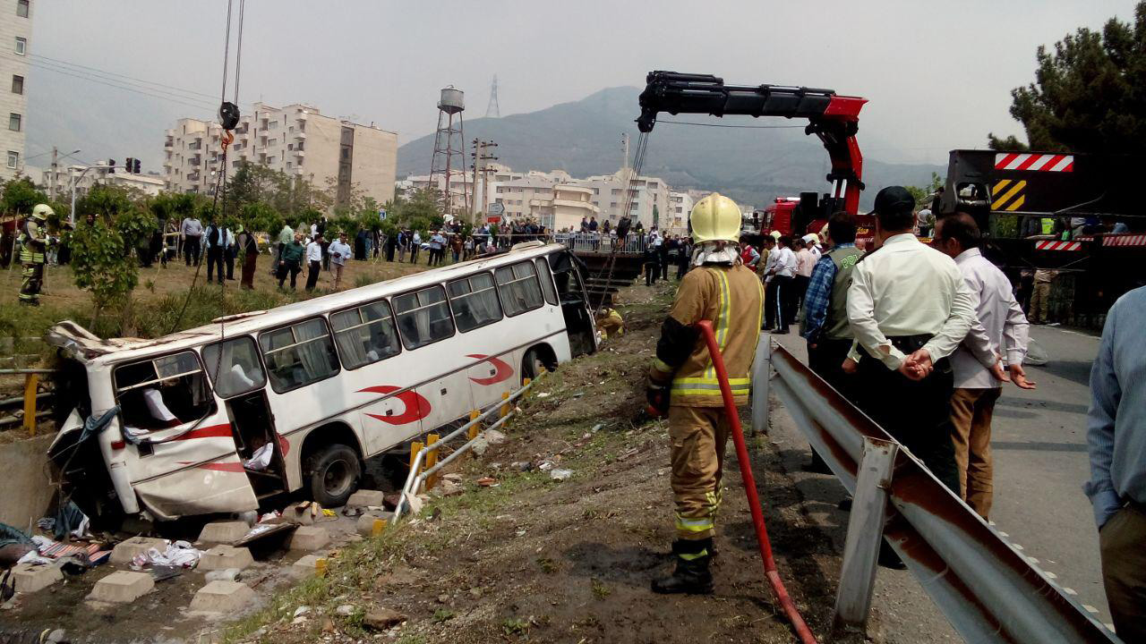 حادثه واژگونی اتوبوس دانش آموزان