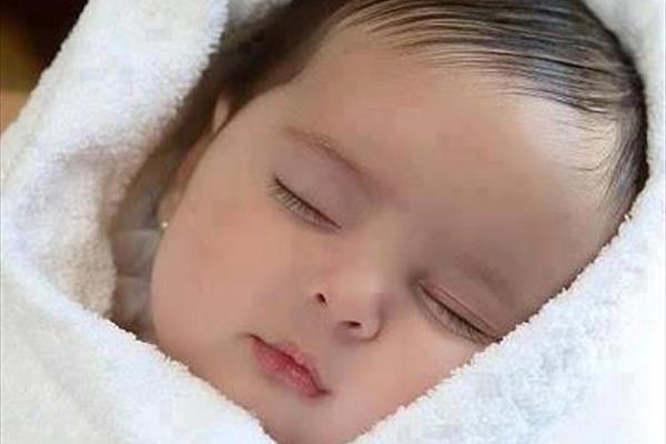 پیدا شدن یک نوزاد تازه متولد شده در پلاستیک آغشته به خون