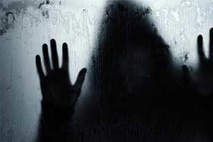 زایمان عجیب دختر ۱۷ ساله که پنهانی باردار بود در وسط خیابان +عکس
