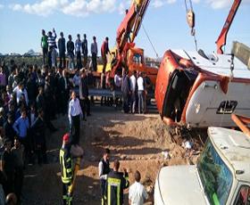 ۱۲ کشته در پی واژگونی اتوبوس دختران دانش آموز هرمزگانی +عکس