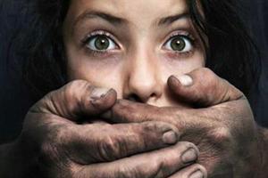 تجاوز وحشیانه پسر همسایه به زن جوان با تهدید و زور چاقو