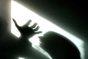 آزار شیطانی زنان و دختران به خاطر خیانت یک دختر به مرد شیشه ای +عکس