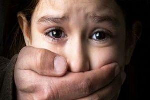 قتل پسر ۹ ساله با خوراندن بنزین و سیگار توسط بی رحم ترین پدر دنیا+عکس
