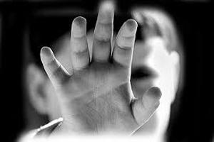 تجاوز پزشک منحرف به کودکان در مقابل چشمان خانواده قربانیان +عکس