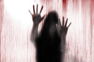 تعرض وحشیانه ناپدری به دختر جوان بالای سر جسد مادرش +عکس