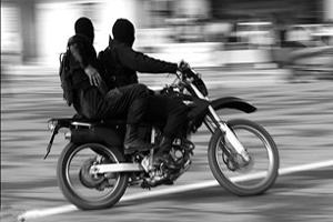حمله خونین موتورسوار ناشناس به ۱۵ زن و دختر تهرانی +عکس