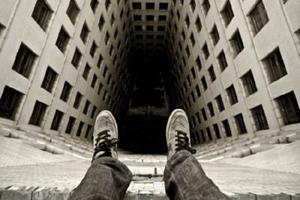 جزئیات خودکشی پسر جوان که از برج پاستور همدان خود را پایین انداخت +تصاویر