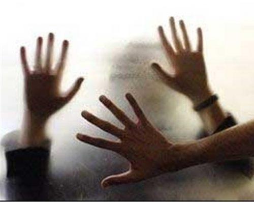 ماجرای تجاوز وحشیانه و اسیدپاشی اکبر به دختر دبیرستانی داخل سرویس مدرسه!