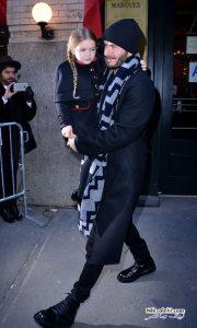 دیوید بکهام درحین دوختن لباس عروسک برای دخترش +عکس