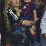 شکیرا و دو فرزندش در قهرمانی تیم اف.سی بارسلونا +عکس