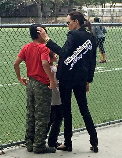 آنجلینا جولی در نقش یک مادر فوتبال دوست +عکس