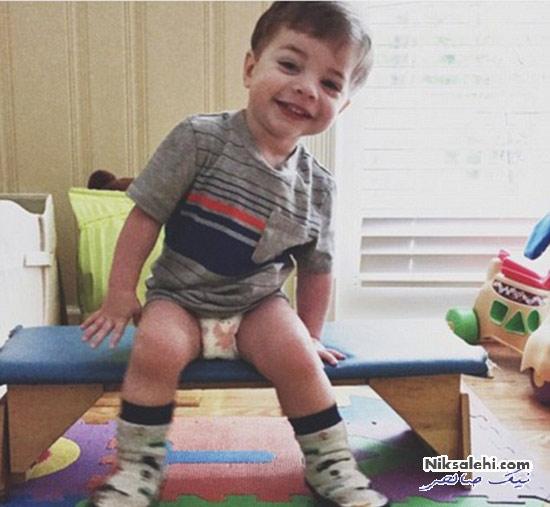 این کودک به دلیل شرایط عجیب باید مدام غذا بخورد! +عکس