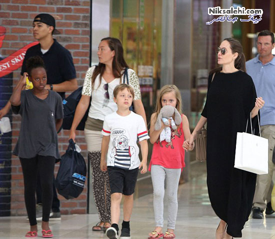 آنجلینا جولی و سه فرزندش درپاساژی در لس آنجلس +عکس