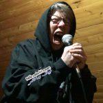 خوانندگی مادربزرگ 68 ساله در گروه موسیقی پرهیجان! عکس