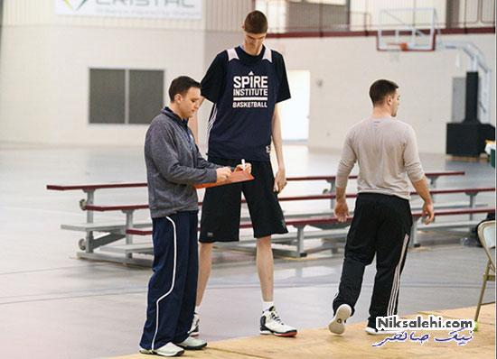 دومین قدبلندترین بازیکن بسکتبال