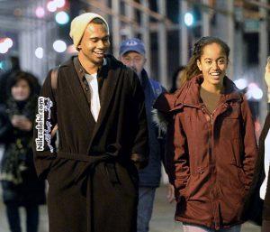 دختر اوباما در کنار مرد جوان ناشناس که همگان درموردش کنجکاو شده اند! +عکس