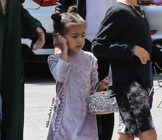 کیف دستی گرانقیمت در دست دخترکوچولوی کیم کارداشیان و کانیه وست عکس