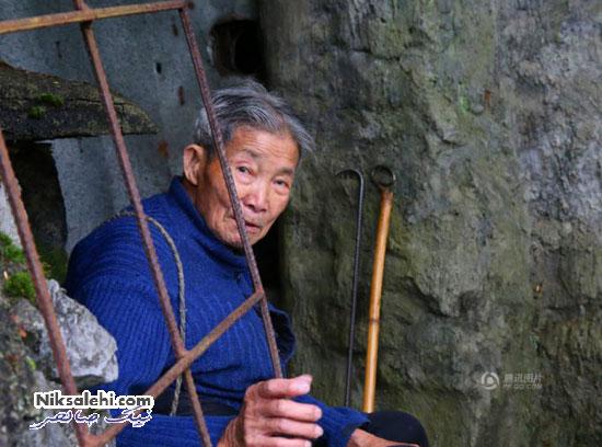 پزشک پیر چینی که با وجود زنده بودن در مقبره زندگی می کند و منتظر مرگ است! +عکس