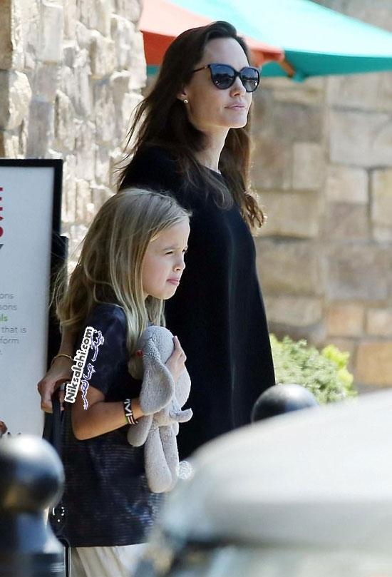 آنجلینا جولی و دخترش ویوین