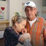 زن 60 ساله پس از بچه دار شدن شوهرش وی را ترک کرد!