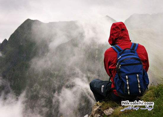 کوهنوردی پسر جوان با کفش پاشنه بلند ۱۲ سانتی متری!