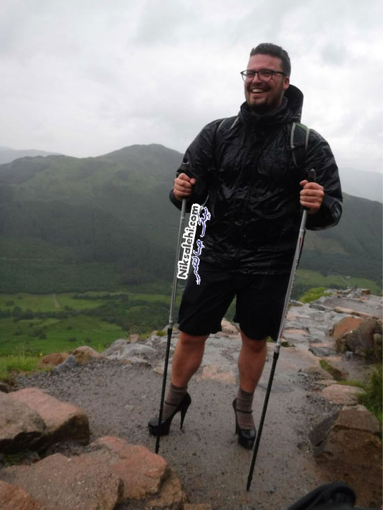 کوهنوردی با کفش پاشنه بلند
