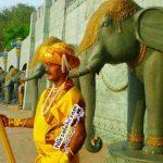 مرد هندی دارای یکی از غیرمعمول ترین شغل های دنیا!