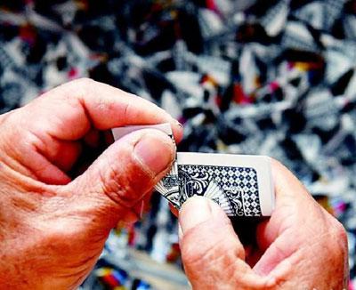 گلدان های چینی خارق العاده ساخته شده از کارت های بازی!