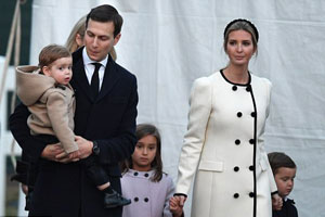 قایم باشک بازی جالب سه فرزند ایوانکا ترامپ با دامن بلند لباسش!