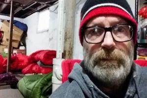 مرد امریکایی که از کمک به مردم بی خانمان در سرما منع شده!