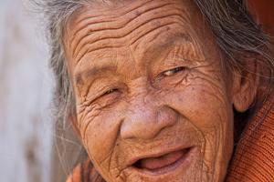 از خودگذشتگی تحسین آمیز مادربزرگ ۷۶ ساله برای نوه معلولش