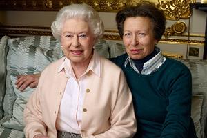 کت همیشگی دختر ملکه الیزابت حتی پس از ۴۰ سال!