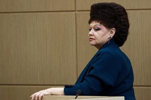 سوژه شدن موهای عجیب خانم سناتور روسی در شبکه های اجتماعی