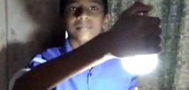قدرت عجیب پسر هندی که می تواند با بدنش لامپ روشن کند!
