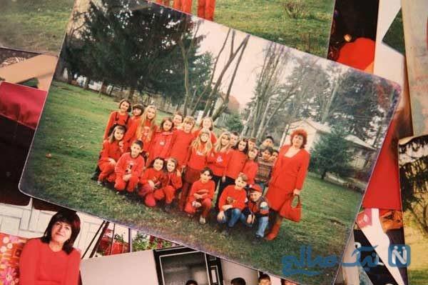 بانوی قرمز پوش بوسنی که حتی در مراسم خاکسپاری قرمز می پوشد
