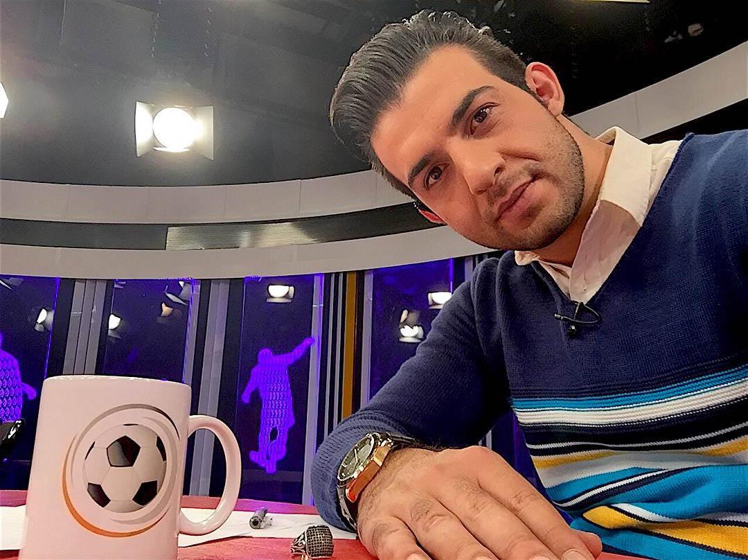 سلفی مجری ورزشی در حین پخش زنده + عکس