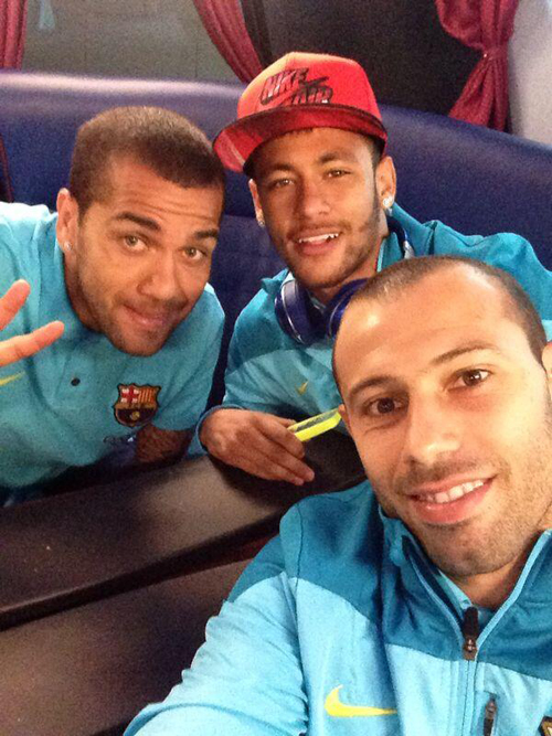 عکس سلفی بازیکنان بارسا پس از پیروزی در دربی کاتالونیا
