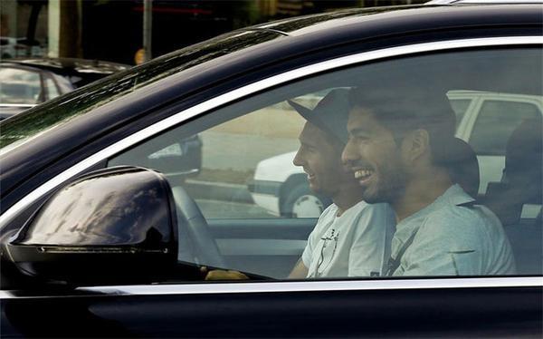 وقتی سوارز راننده شخصی میشود! + عکس