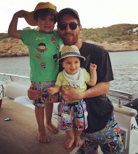 تعطیلات مسی و خانوادهاش در جزایر بالئاری + عکس
