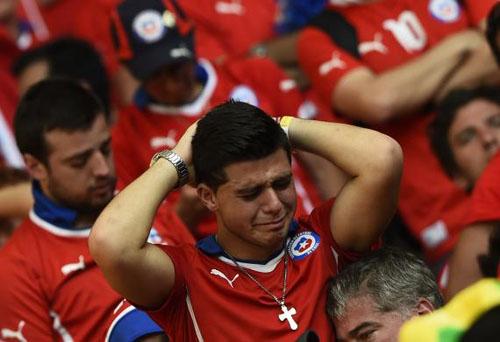 تصاویر دیدنی از هواداران شکستخورده جام جهانی فوتبال