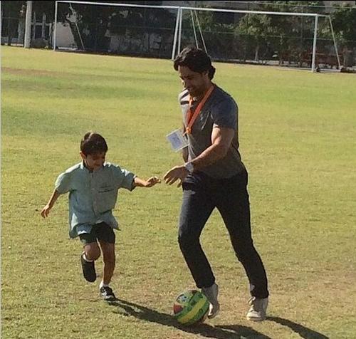 فرهاد مجیدی با پسرش پا به توپ شد + عکس