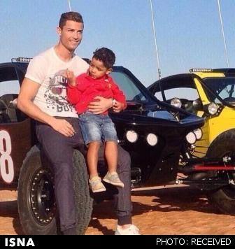 ستاره پرتغالی رئال مادرید و پسرش در خلیج فارس+ عکس